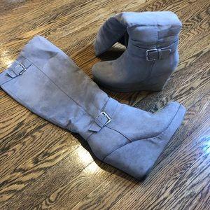 Zip up wedge boots